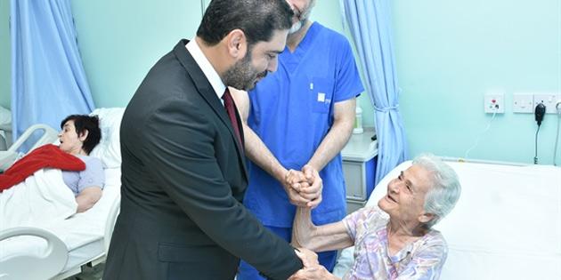 Kıbrıs Sağlık Turizmi Konseyi yaşlı hasta ve sağlık turistlerini ziyaret ederek bayramlaştı