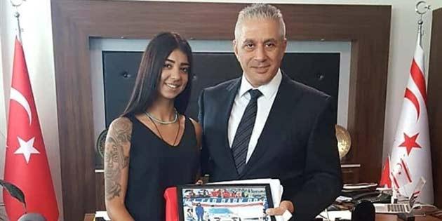 Taçoy Redbull Car Park Dirift yarışlarına katılan kadın pilot Erçoban'ı kabul etti