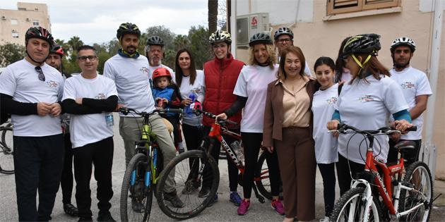 Besim, Böbrek Günü nedeniyle düzenlenen bisiklet sürme etkinliğine destek verdi