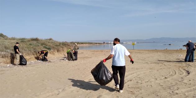 Çevre Dairesi'nin çevre temizliği farkındalık faaliyetleri kapsamında Bedi's ve Silver Beach arasındaki 1 km'lik alan temizlendi