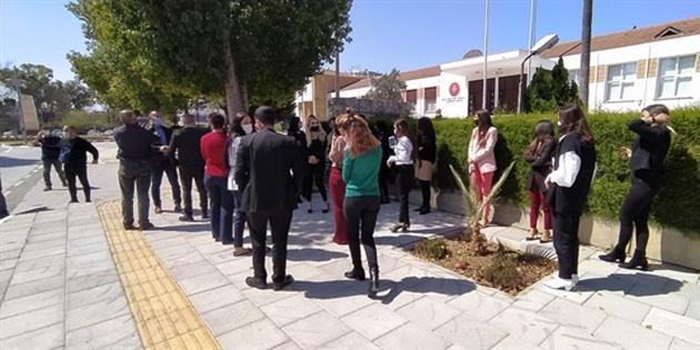 Meclis'te dün başlatılan grev bugün de devam ediyor