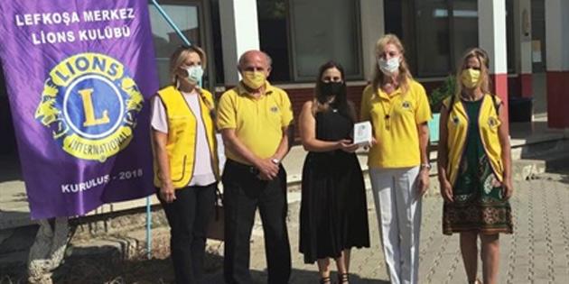 Lefkoşa Merkez Lions Kulübü'nden Karşıyaka Merkez İlkokulu ile Lapta Belediyesi'ne bağış