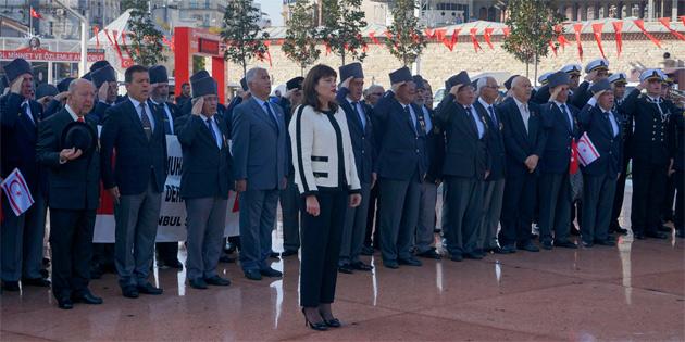 İstanbul Taksim Meydanı'nda tören düzenlendı
