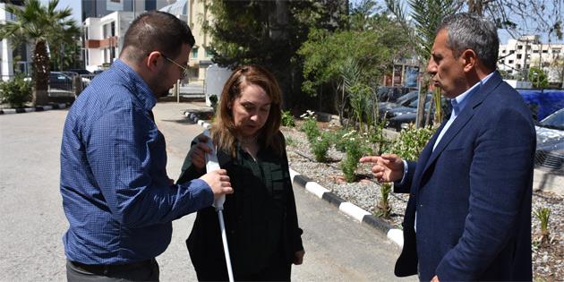 Sağlık Bakanı Besim, akıllı bastonla ilgili sunumu izledi