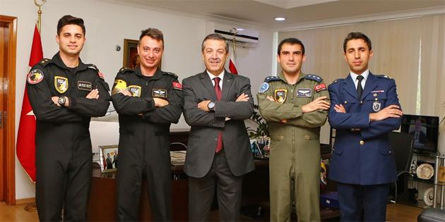 Ertuğruloğlu Solotürk pilotlarını kabul etti