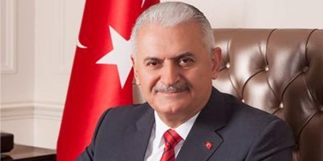 """TC Eski Başbakanı Yıldırım'a Girne Üniversitesi tarafından """"Fahri Doktora"""" ünvanı veriliyor"""