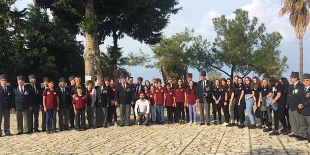 Karadeniz Kültür Derneği, Yavuz Çıkarma Plajı Karaoğlanoğlu Şehitliğini ziyaret ederek karanfil bıraktı