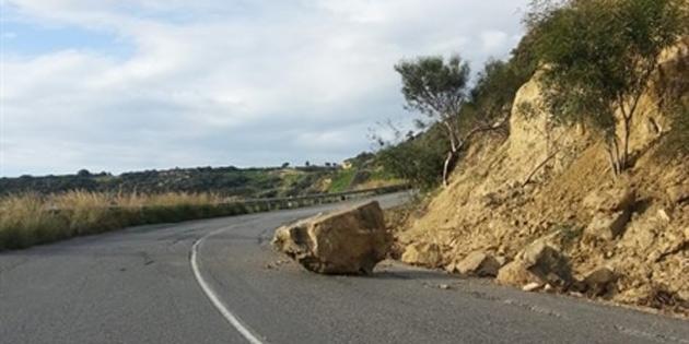 Avtepe - Kuruova anayolunda kaya parçası