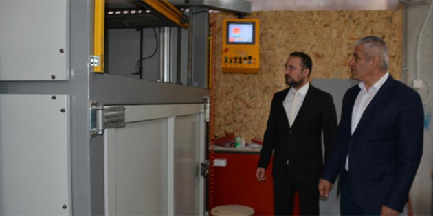 Ekonomi ve Enerji Bakanı Taçoy GÜNSEL araba fabrikasını ziyaret etti