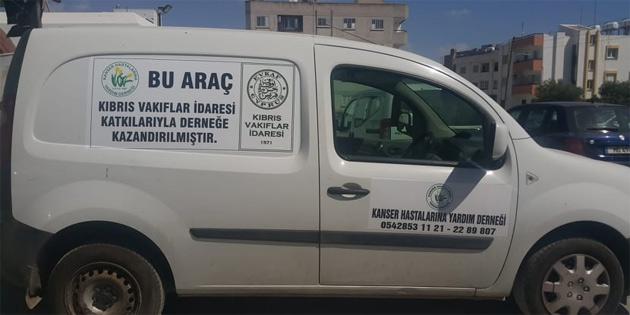Kıbrıs Vakıflar İdaresi'nden Kanser Hastalarına Yardım Derneği'ne araç bağışı