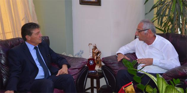 Turizm Bakanı Üstel, Girne Belediye Başkanı Güngördü'yü ziyaret etti