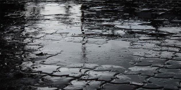 Polis sürücüleri yollarda oluşan su birikintileri nedeniyle uyardı