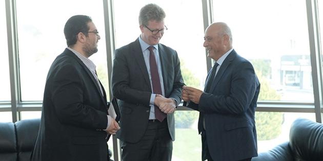 İngiliz Yüksek Komiseri Lillie, Gönyeli Belediyesi'ni ziyaret etti, Başkan Benli'yle görüştü