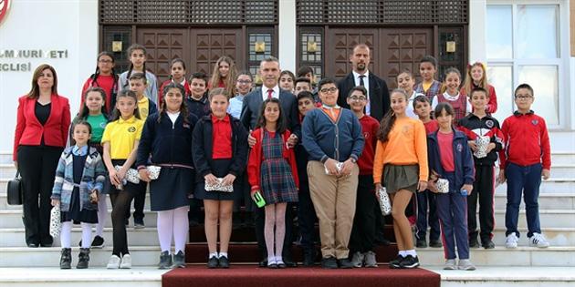 Meclis Başkanı Uluçay, çocukları kabul etti