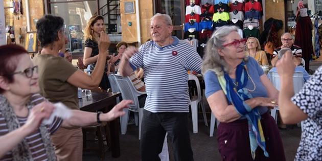 LTB ile Güney Lefkoşa Belediyesi yaşlılar için kaynaşma yemeği düzenledi