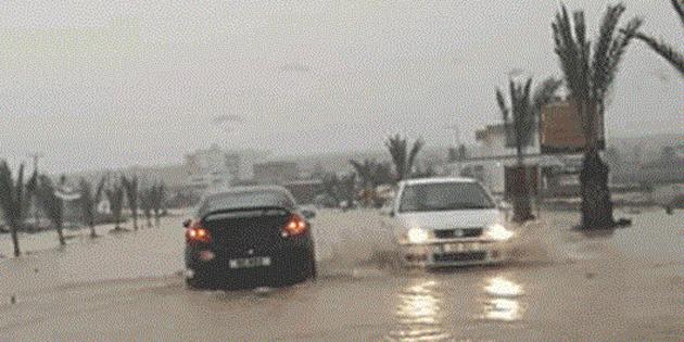 İskele-Boğaz'da aşırı yağış nedeniyle İskele-Karpaz anayolunda su birikintileri oluştu