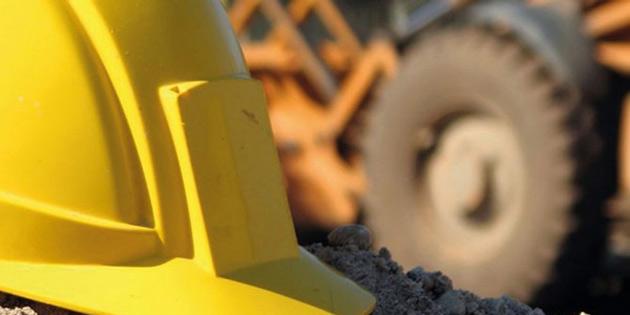 10 metreden beton zemine düşen Hakan Bök ağır yaralandı
