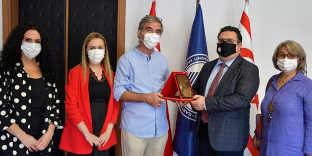 Özgür Sanat Tiyatro ve Kültür Derneği DAÜ'yü ziyaret etti