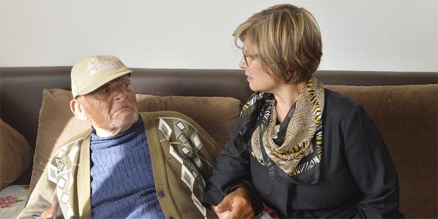 Meral Akıncı, yaşlı bakım evlerini ziyaret etti