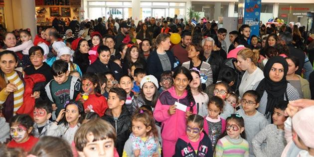 Çocuklar Güzelyurt Belediyesi yarı yıl çocuk şenliğinde eğlendi