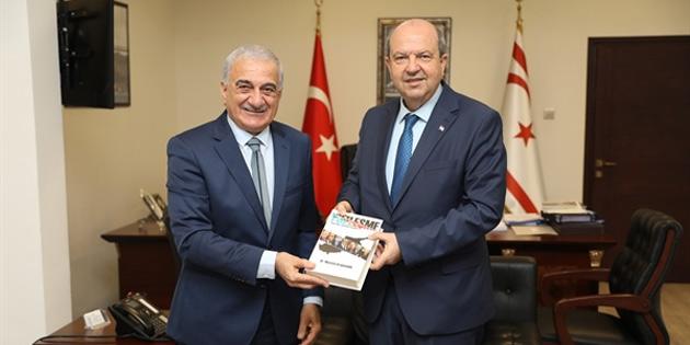 """Arabacıoğlu """"Yüzleşme"""" adlı kitabını Başbakan'a takdim etti"""