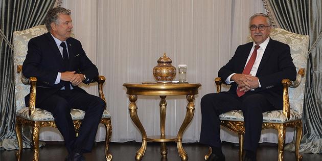 Cumhurbaşkanı Akıncı Peace and Sport organizasyonu başkanı Joël Bouzou ile görüştü