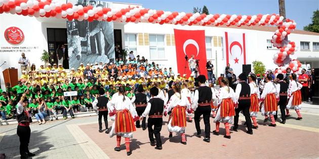 Uluslararası 23 Nisan Çocuk Festivali'nin resmi açılışı meclis bahçesinde yapıldı