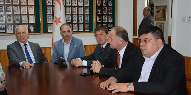Töre ve bazı UBP milletvekilleri Şehit Aileleri ve Malul Gaziler Derneği'ni ziyaret etti