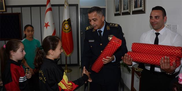 23 Nisan öğrencileri Polis Genel Müdürü Manavoğlu'nu ziyaret etti