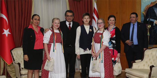Başbakan Erhürman, 21. Uluslararası 23 Nisan Çocuk Festivali'ne katılan çocukları kabul etti