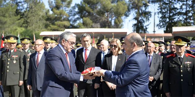 Başkent Lefkoşa'da Atatürk Anıtı önünde tören düzenlendi