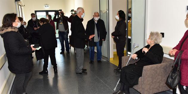 80 yaş ve üzeri kişiler için covid-19 aşıları bugün 5 merkezde yapılmaya başlandı
