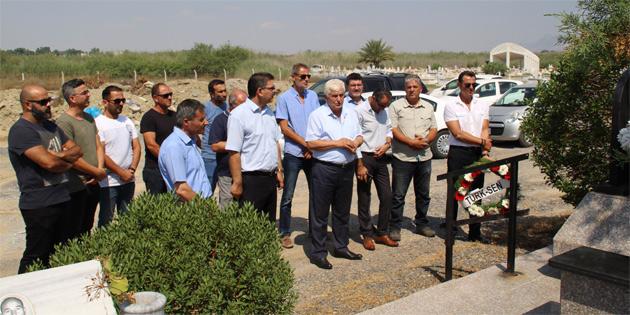 Türk-Sen görev şehitlerinden Nihad Elmas, kabri başında anıldı