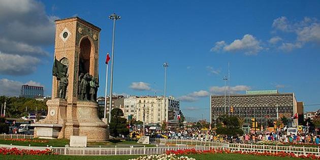 20 Temmuz İstanbul Taksim Cumhuriyet Anıtı'nda törenle  kutlandı
