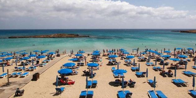 Turist gelişlerinde en büyük azalma Güney Kıbrıs'ta