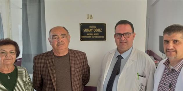 Lefkoşa Devlet Hastanesi Dahiliye Bölümüne oda yaptıran Oğuz'a teşekkür plaketi verildi
