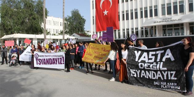 Kadın Eğitimi Kolektifi kadın cinayetlerini protesto etti
