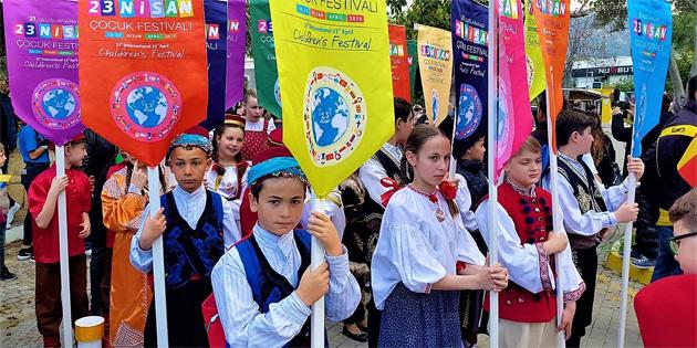 21. Uluslararası 23 Nisan Çocuk Festivali çeşitli etkinliklerle devam ediyor