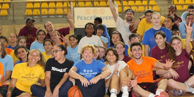 ABD Büyükelçisi Doherty, Peace Players'in yaz kampını ziyaret etti