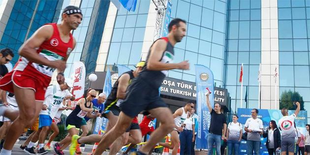 Maratona yüzlerce kişi katıldı