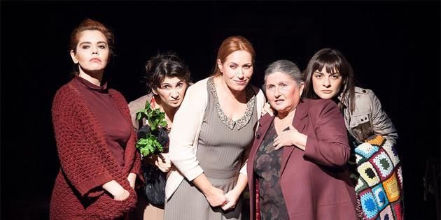 """""""Ev"""" oyunu Antalya'da sahneleniyor"""