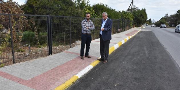 Karaoğlanoğlu yolunda kaldırım, bordür boyama ve genişleyen yolun asfaltlanmasıyla ilgili çalışmalar tamamlandı