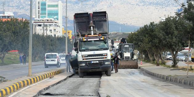 LTB, Küçük Kaymaklı'da Şht. Mustafa Ruso Caddesi ve Özker Özgür Caddesi'nde asfaltlama işlemlerine başladı