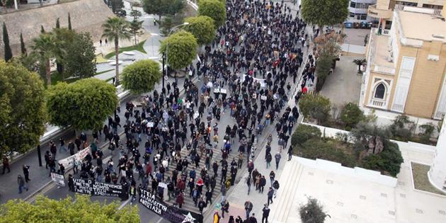 Lefkoşa'nın Güneyinde ve Limasol'da binlerce kişi eylem yaptı