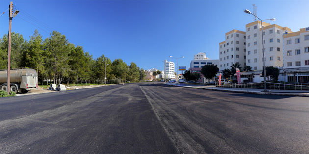 Gazimağusa Belediyesi'nin Eşref Bitlis Caddesi asfalt ve yol genişletme projesi tamamlanıyor
