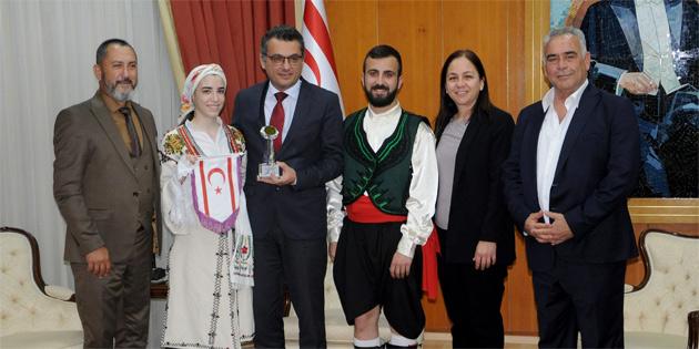 Başbakan Erhürman Halk Dansları Federasyonu'nu kabul etti