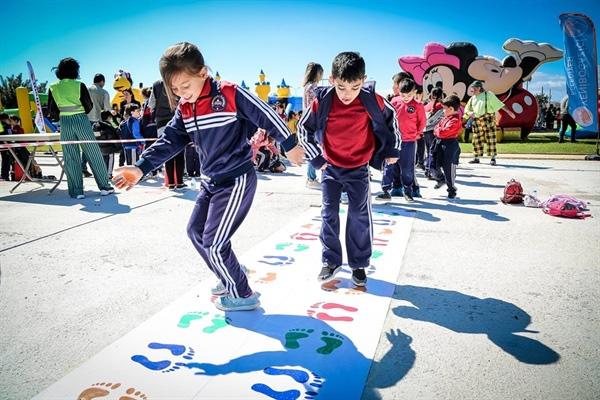 Yeniboğaziçi Belediyesi Çocuk Şenliği ve temsili mazbata töreni düzenledi