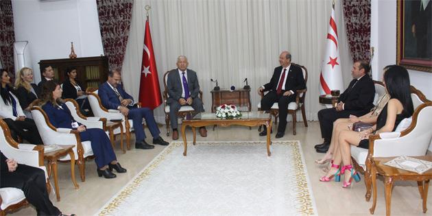 Başbakan Tatar Hentbol ve Tekvando Federasyonu heyetleri ve konuk sporcuları kabul etti