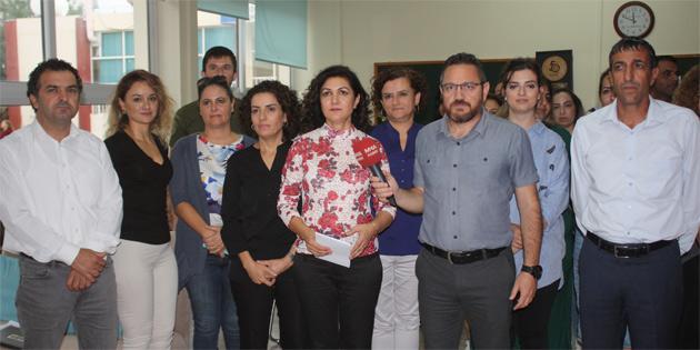 """KTOEÖS, """"Kadro ve altyapı eksiklikleri"""" gerekçesiyle Canbulat Özgürlük Ortaokulu'nda basın açıklaması yaptı"""