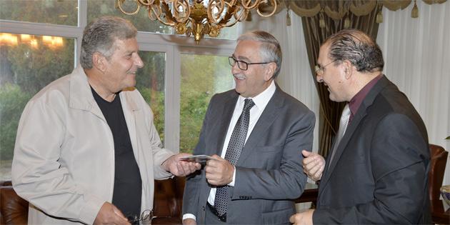 Cumhurbaşkanı Akıncı, Yıltan Taşçı ve Kıbrıslı Rum sanatçı Adamos Katsantonis'i kabul ederek görüştü